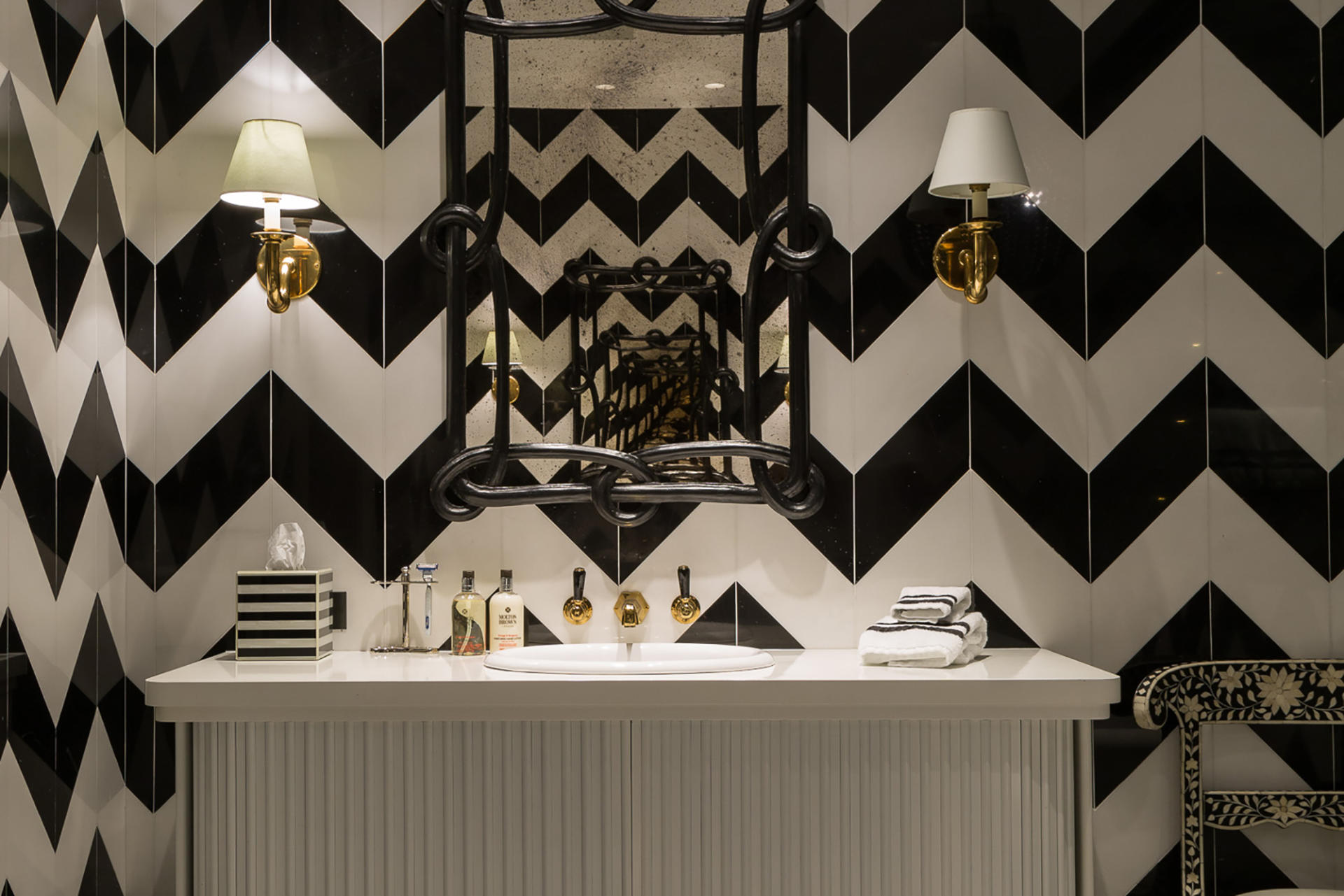 A bathroom in a luxury interior design project by Samantha Todhunter Design