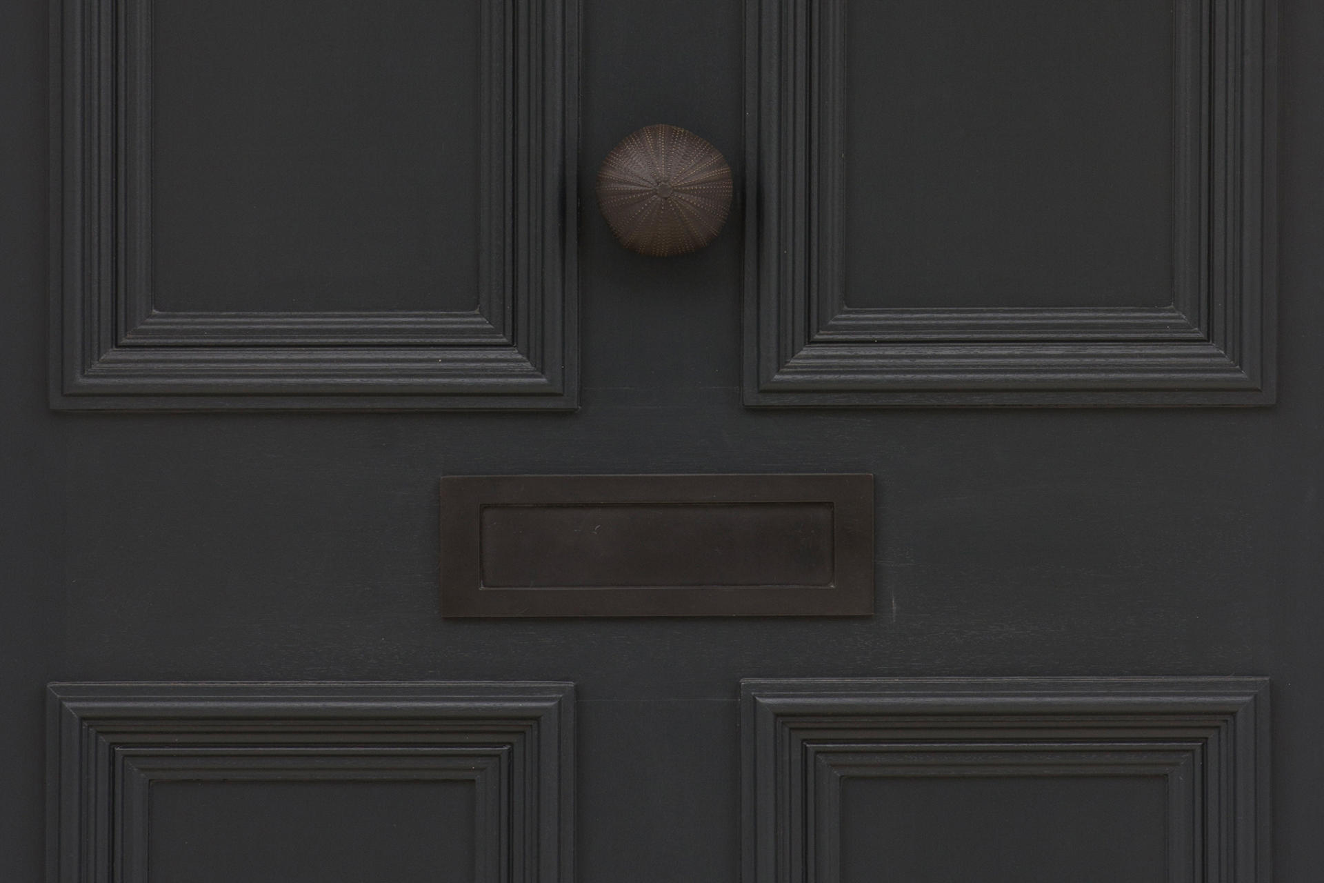 Bespoke door hardware by Collier Webb for Samantha Todhunter Design
