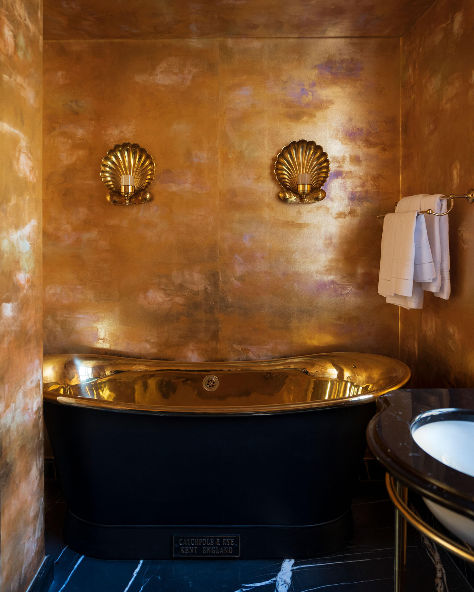 """Collier Webb Clandon Lights with """"Rich Gold"""" gilded paper and Catchpole & Rye bath"""